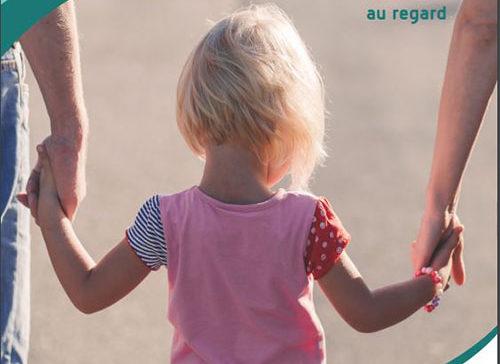Naître parents , Parents d'enfant sourd, un engagement au premier au regard - APEDAF